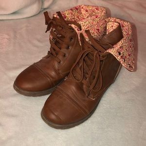 Size 8 tan boots with floral foldable interior